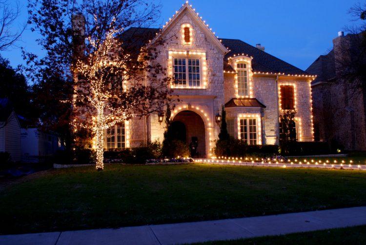 An example of a boring Christmas lights display.